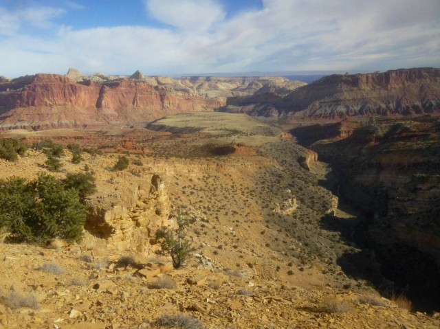 View of Fremont River and Waterpocket Fold to the east, Fremont Gorge Overlook Trail, Capitol Reef National Park