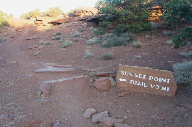 Start of the Sunset Point Trail, at Goosenecks paring area