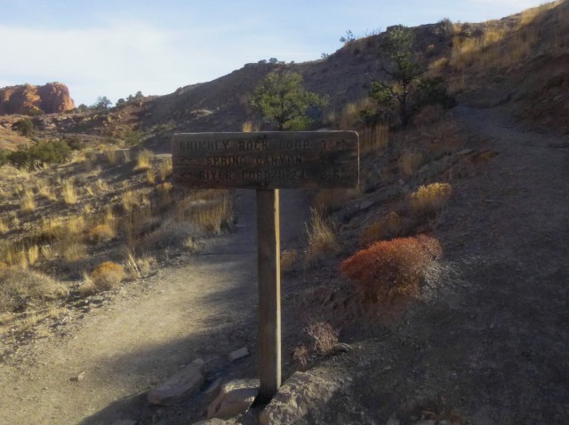 Trail fork - start of Chimney Rock loop