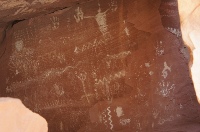 Sheltered pictographs in the Moenkopi formation