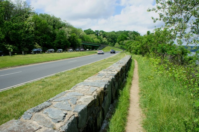 Potomac Heritage Trail parallels the George Washington Memorial Parkway