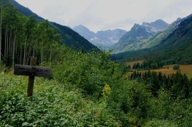 Trail fork just beyond East Maroon Creek