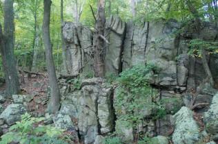 Rock wall near Raven Rock Hollow