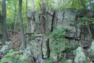 Rock wall near Raven Rock Hollow